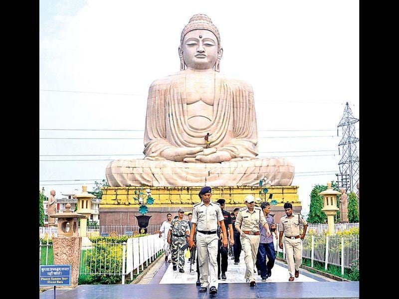 Security personnel guard the campus of Mahabodhi temple after series of blasts at Bodh Gaya on July 7, 2013. (HT Photo)