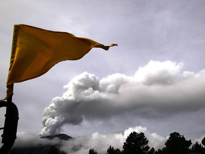 A Stage 3 Yellow flag flies in the Paso de Cortes area near Popocatepetl volcano in Mexico. (AP Photo)