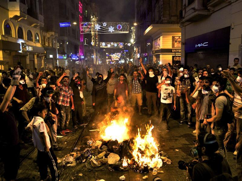 Protesters shout slogans as they block the main Istiklal street in central Istanbul, Turkey. (Reuters Photo)