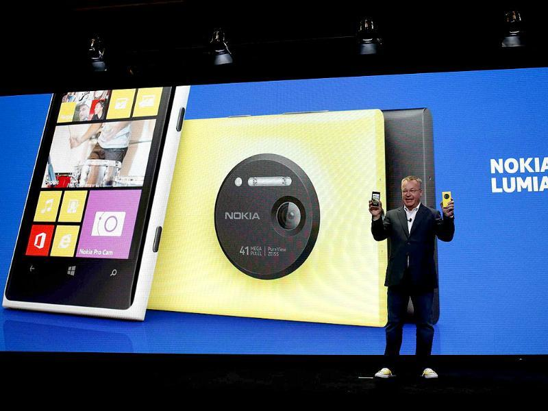 Nokia Chief Executive Stephen Elop unveils Nokia's new smartphone, the Lumia 1020 with a 41-megapixel camera, in New York. Photo:Reuters/Shannon Stapleton