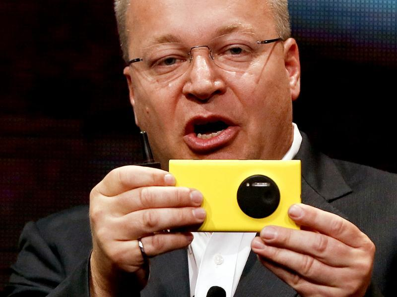 Nokia Chief Executive Stephen Elop unveils Nokia's new smartphone, the Lumia 1020 with a 41-megapixel camera in New York. Photo: Reuters/Shannon Stapleton