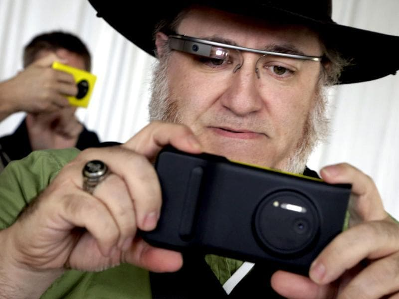 Journalist Andy Inahtko, from Chicago, wearing Google Glass, tests a Nokia Lumia 1020 at its introduction, in New York. Photo: AP/Richard Drew