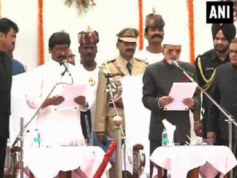 Jharkhand Mukti Morcha (JMM) legislative party leader Hemant Soren took oath as the ninth chief minister of Jharkhand. (ANI photo)