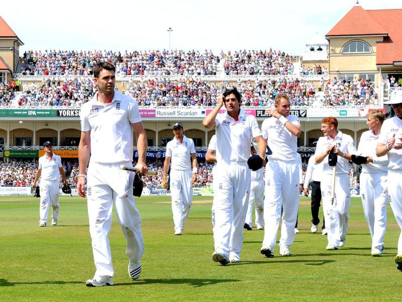 England's James Anderson (2L) leads the team from the pitch after winning the first Ashes cricket test match against Australia at Trent Bridge in Nottingham. (AFP Photo)