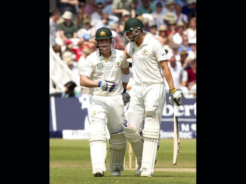 Australia's Brad Haddin (L) and James Pattinson walk off the pitch at lunch on the final day of the opening Ashes Test match against England at Trent Bridge, Nottingham. (AP Photo)