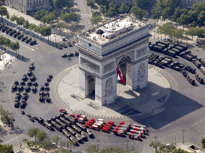 Armoured army vehicles are parked around the Arc de Triomphe before descending the Champs Elysees during the Bastille Day parade in Paris. (Reuters Photo)
