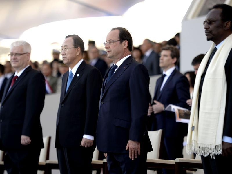Croatia's President Ivo Josipovic, UN general secretary Ban Ki-Moon, French President Francois Hollande and Malian President Dioncounda Traore watch the Bastille Day parade in Paris. (AFP Photo)