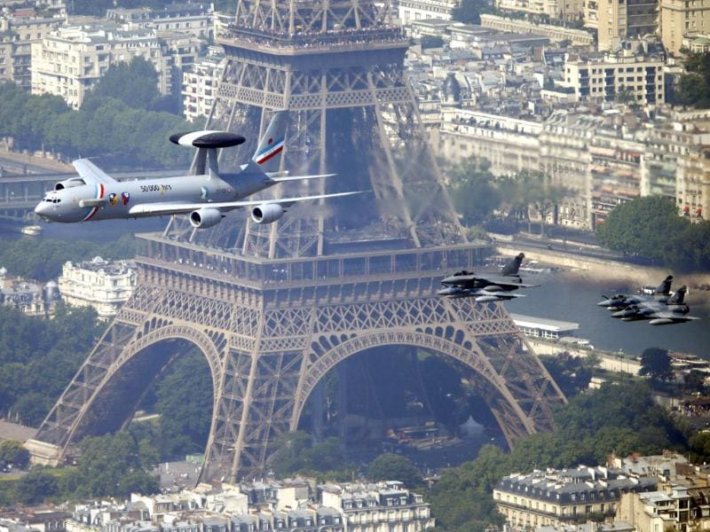 A military Airborne Warning and Control Systems aircraft flys past the Eiffel tower as part of the traditional Bastille Day parade in Paris. (Reuters Photo)