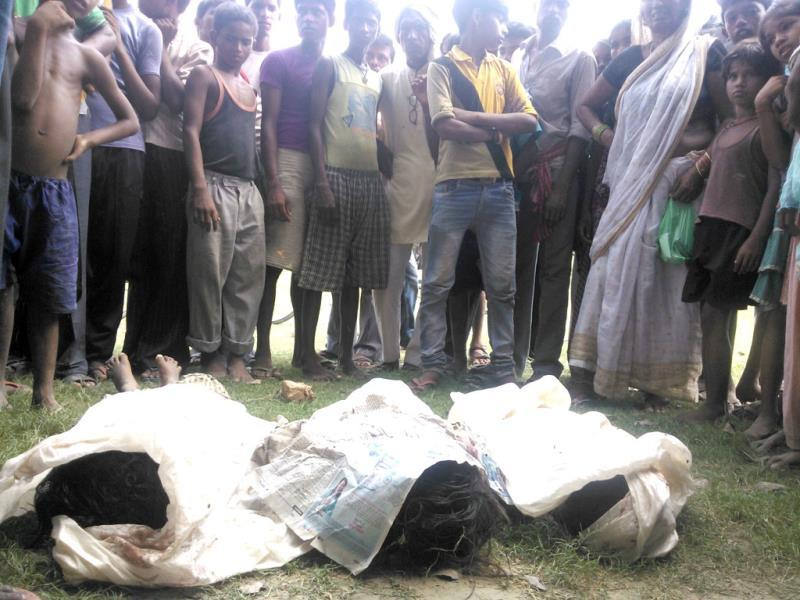 Bodies of the children, who died in Chhapra after consuming contaminated mid-day meals, lying on ground. (HT Photo)