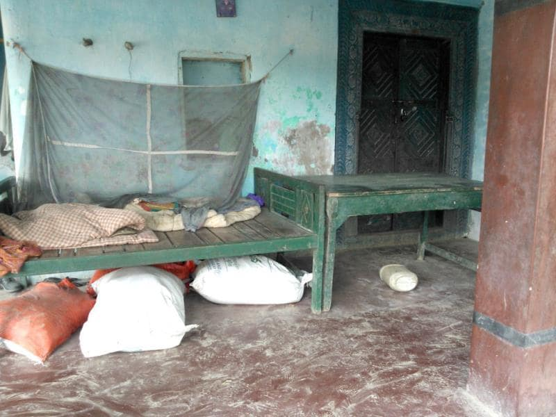 The abandoned house of Meena Devi, headmistress of the Chhapra school where the mid-day meal was served that took 22 lives in Chhapra, Bihar. (HT Photo)