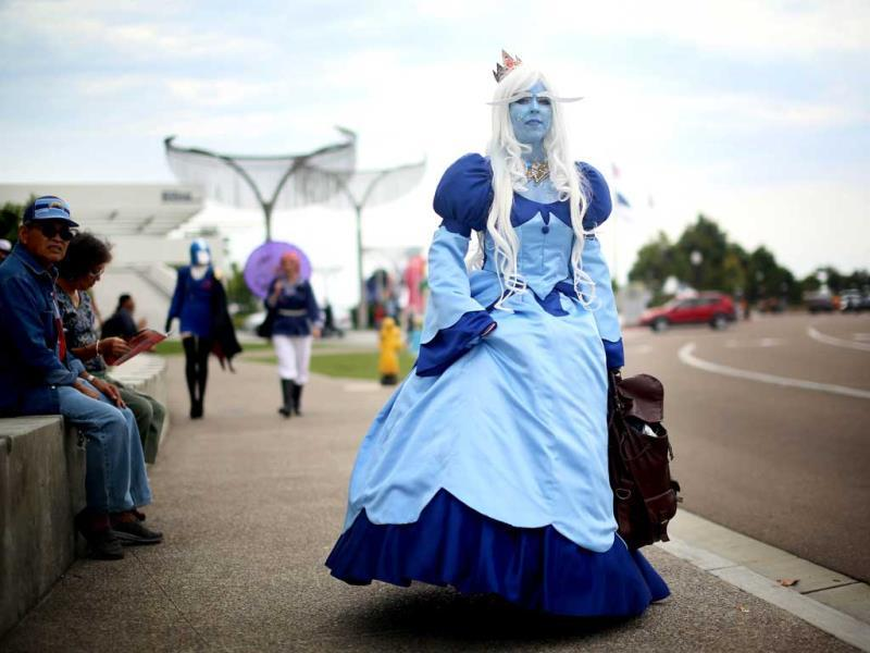 Amanda King wears an Ice Queen costume during Comic Con in San Diego, California. (AFP Photo)