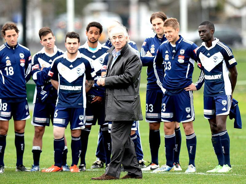 Liverpool football legend Craig Johnston (C) meets Melbourne Victory players at Gosch's Paddock in Melbourne. AFP