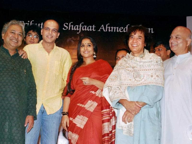 Vidya with Gowariker, Hussain and others