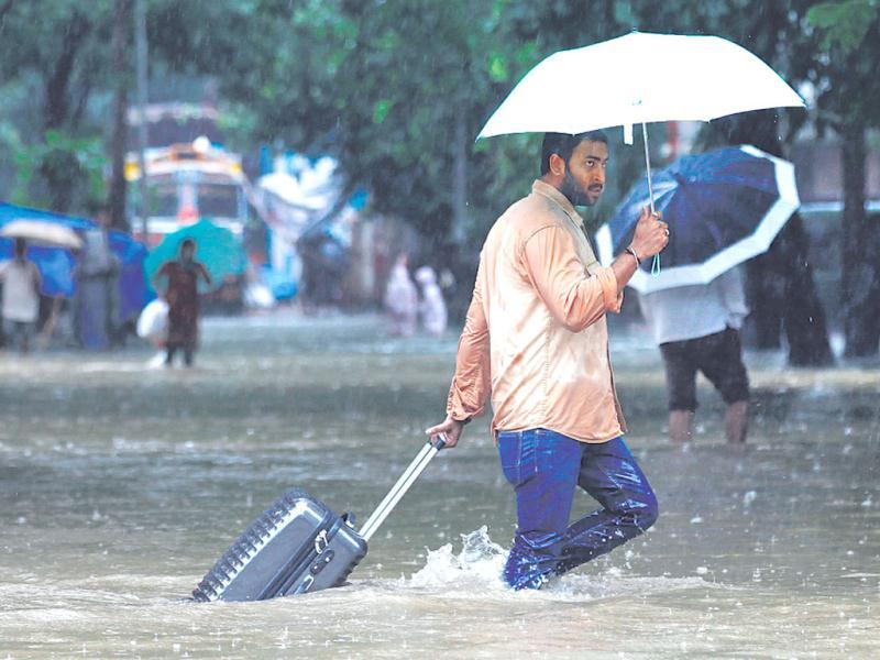 As water-logging slowed down traffic, many commuters chose to travel by foot. (Kunal Patil/HT)