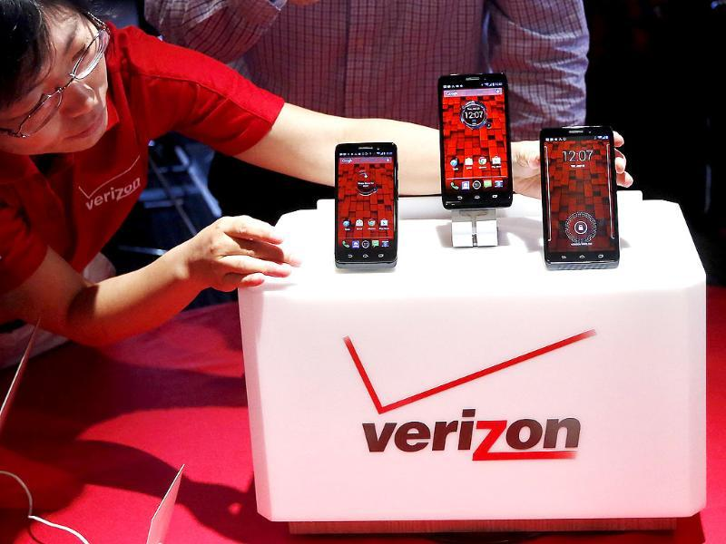 The Droid Mini, Droid Ultra and Droid Maxx are seen on display during the Verizon Wireless media event in New York. Credit: Reuters/Shannon Stapleton