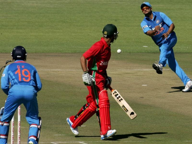 Suresh Raina attempts a run-out against Raza Butt of Zimbabwe as Dinesh Kathik looks on during the first of the five ODI cricket series matches between India and hosts Zimbabwe at the Harare Sports Club. (AFP photo)
