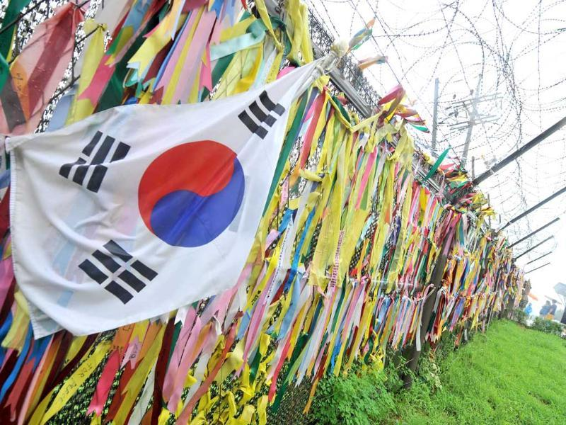Ribbons carrying messages wishing for the reunification of the two Koreas, are hanging on a military iron fence at Imjingak peace park in Paju near the demilitarized zone dividing the two Koreas. (AFP Photo)