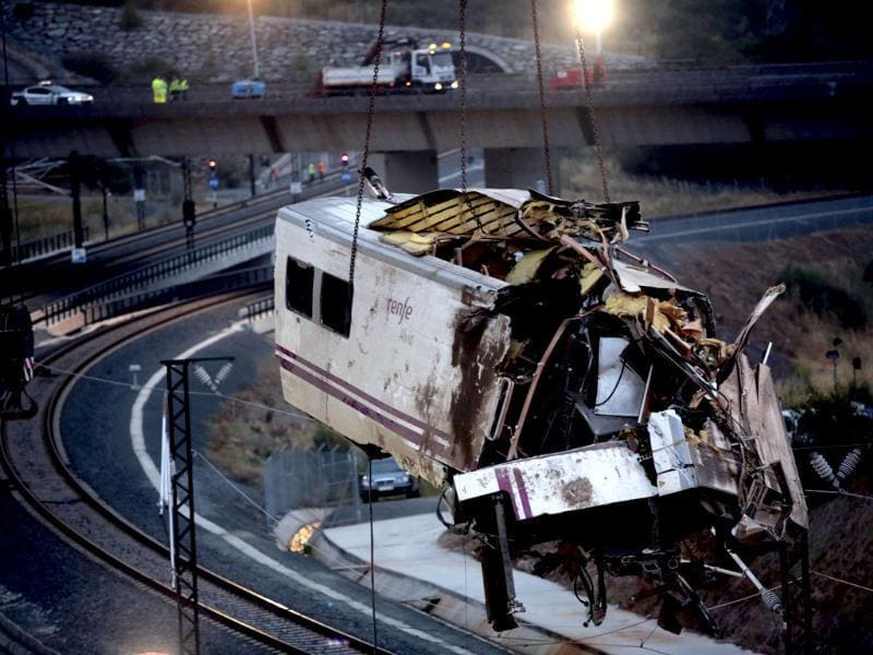 A crane removes a carriage from the tracks at the site of a train crash near Santiago de Compostela, northwestern Spain. A train derailed outside the ancient northwestern Spanish city of Santiago de Compostela, killing at least 77 people and injuring up to 131 in one of Europe's worst rail disasters. REUTERS