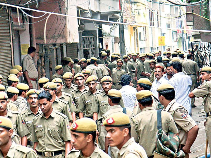 Batla House encounter case: File photo of Delhi Police personnel at the spot, a day after the encounter. Delhi court convicted main suspected IM operative Shehzad Ahmad for murder of inspector MC Sharma, other offences in the 2008 Batla House encounter case. (Sunil Saxena/HT Photo)