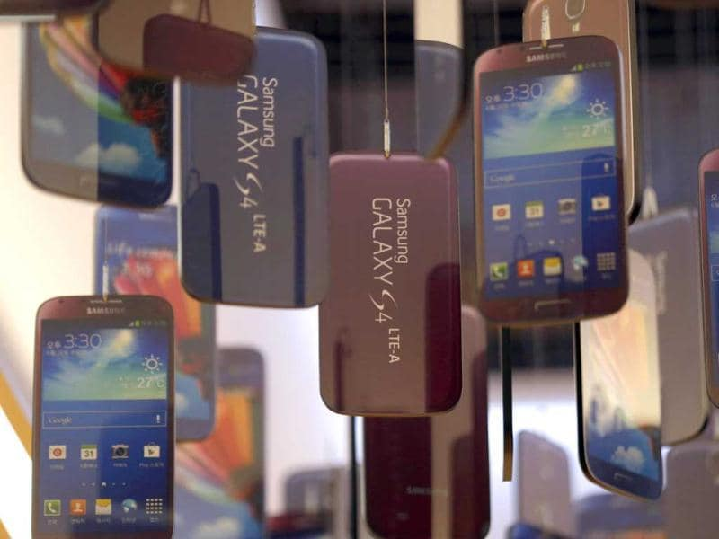 Models of Samsung Electronics' Galaxy S4 smart phones are displayed at a showroom of its headquarters in Seoul, South Korea. (AP Photo)