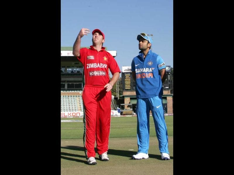 Zimbabwe captain Brendan Taylor (L) tosses the coin as India captain Virat Kohli (R) watches. Taylor won the toss and elected to bowl. (AFP Photo)
