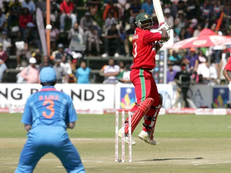 Zimbabwe tail ender Tendai Chatara (C) in action during the third ODI against India at the Harare Sports Club. (AFP Photo)