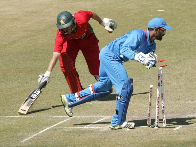 Zimbabwe's Sean Williams (L) is run-out by Indian wicket keeper Dinesh Karthik during the third ODI at the Harare Sports Club. (AFP Photo)