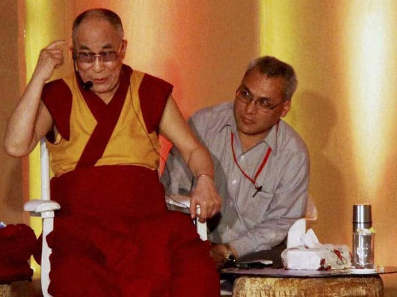 Dalai Lama, spiritual leader Dada JP Vaswani and Aamir Khan in Pune.(PTI Photo)