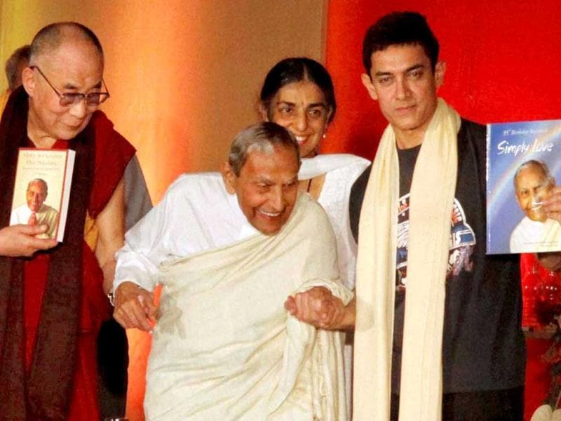 Actor Aamir Khan hosted an interactive session between Tibetan spiritual leader Dalai Lama and spiritual leader Dada JP Vaswani in Pune on Sunday (July 28). Aamir Khan also shared his childhood memories with the Dalai Lama. (PTI Photo)