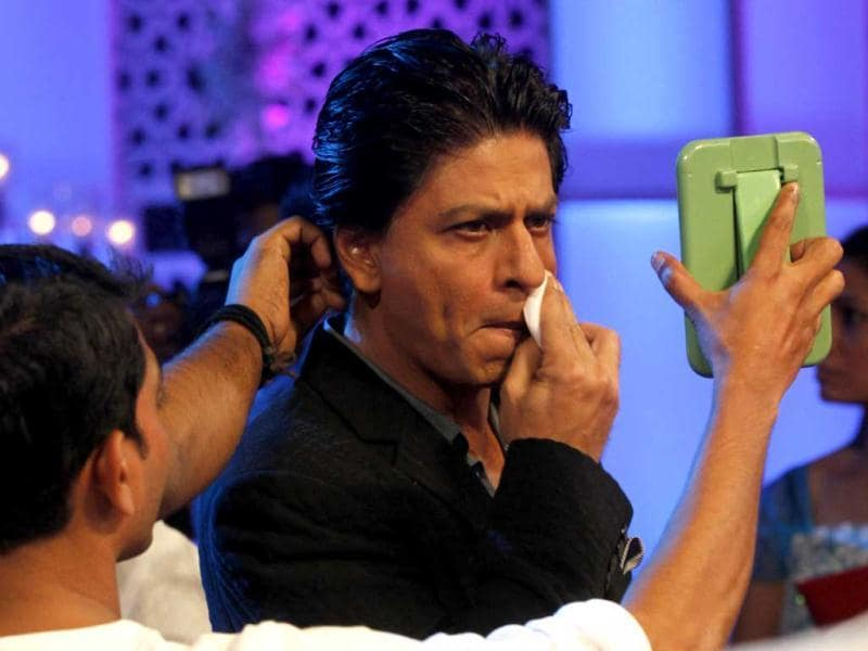 Shah Rukh Khan applies make up before he beginning his promotions for Chennai Express in Mumbai. (AP Photo)