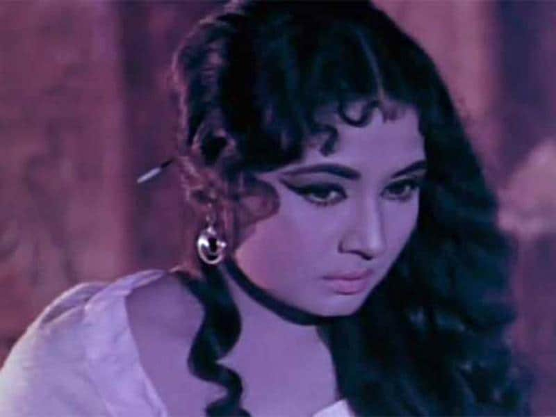 Meena Kumari became an alcoholic at an early age after she was separated from her husband Kamal Amrohi.