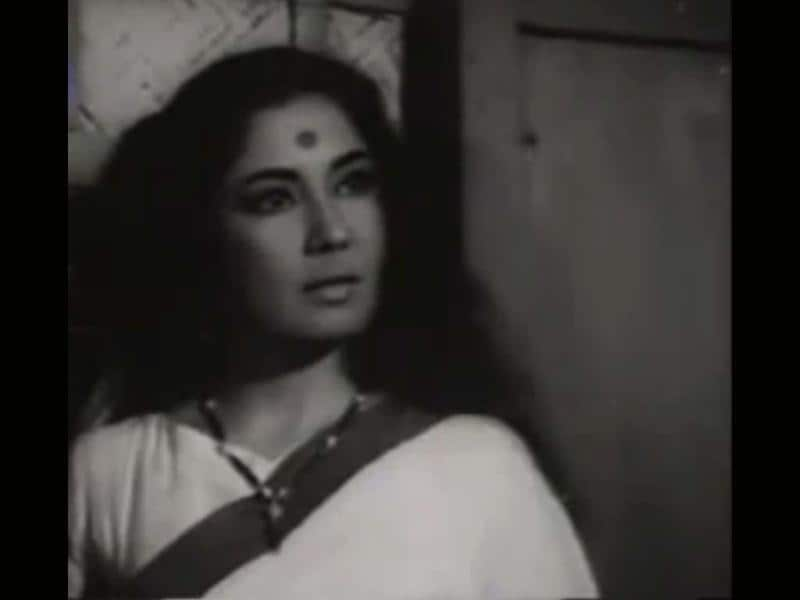 Meena Kumari was also a poet. Her first role was in the 1939 film Farzand-e-Watan.