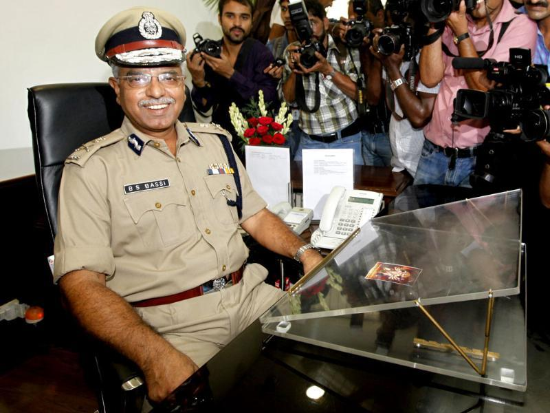 IPS officer Bhim Sain Bassi takes over as Delhi Police Commissioner from his predecessor IPS Neeraj Kumar, at Delhi Police headquarter in New Delhi. (HT Photo/Raj K Raj)
