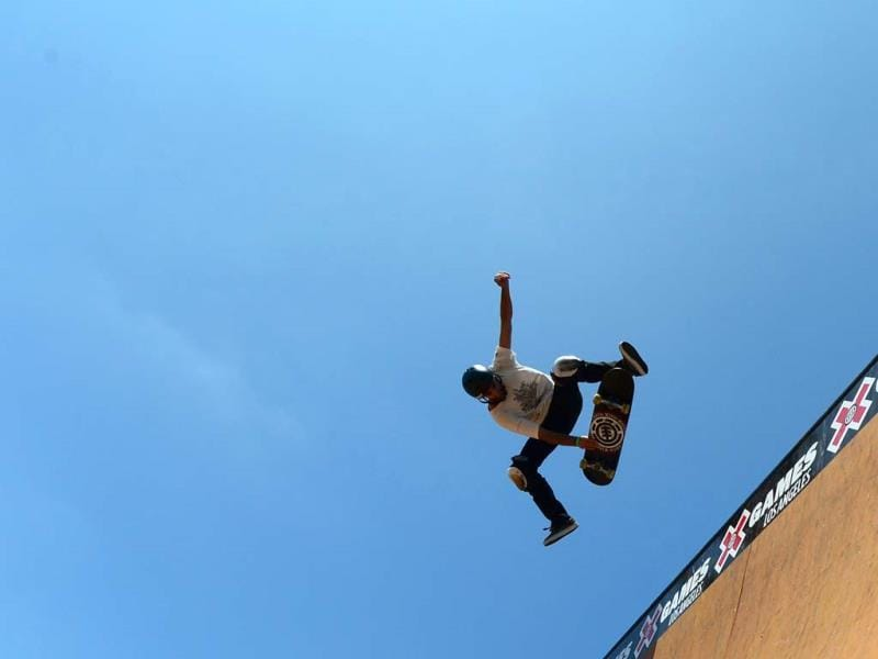 Competitors warm up on the vertical ramp in Los Angeles, California, ahead of the opening of the X-Games which will run from August 1-4. (AFP Photo)