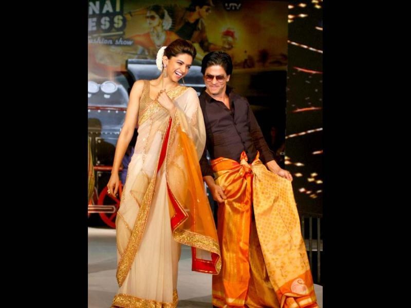 SRK does the Lungi dance again?