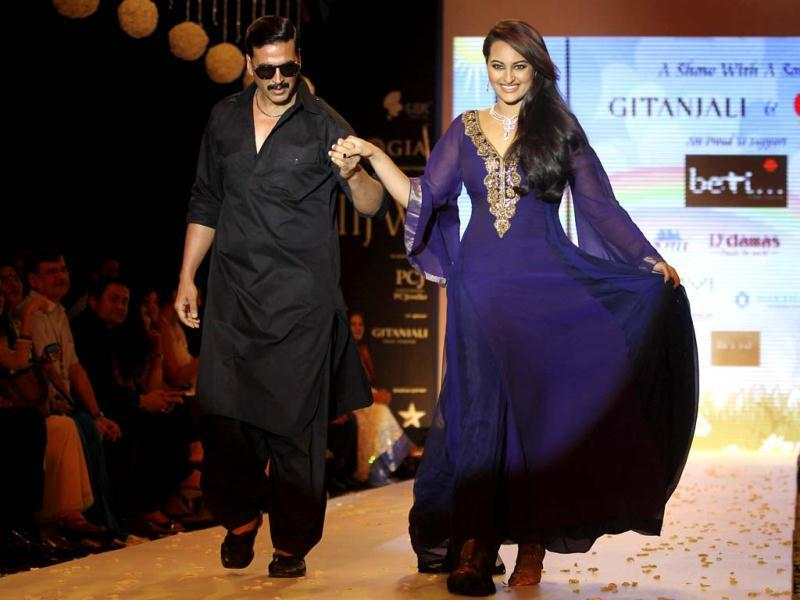 Akshay Kumar and Sonakshi Sinha walk the ramp in their Once Upon A Time In Mumbai Dobara look.