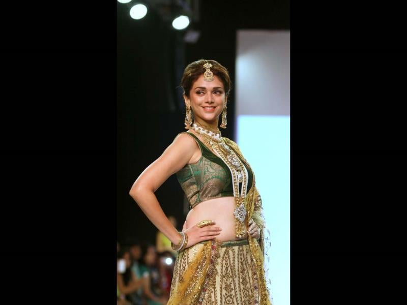 Bollywood Actress Aditi Rao Hydari walks the ramp for Dipti Amisha during the fourth India International Jewellery week (IIJW) in Mumbai. (AFP Photo)