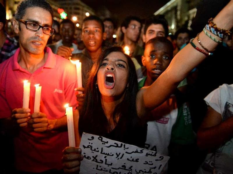 Protestors hold candles during a demonstration in Casablanca against the pardon by King Mohamed VI of Morocco to a Spanish paedofile. (AFP Photo)