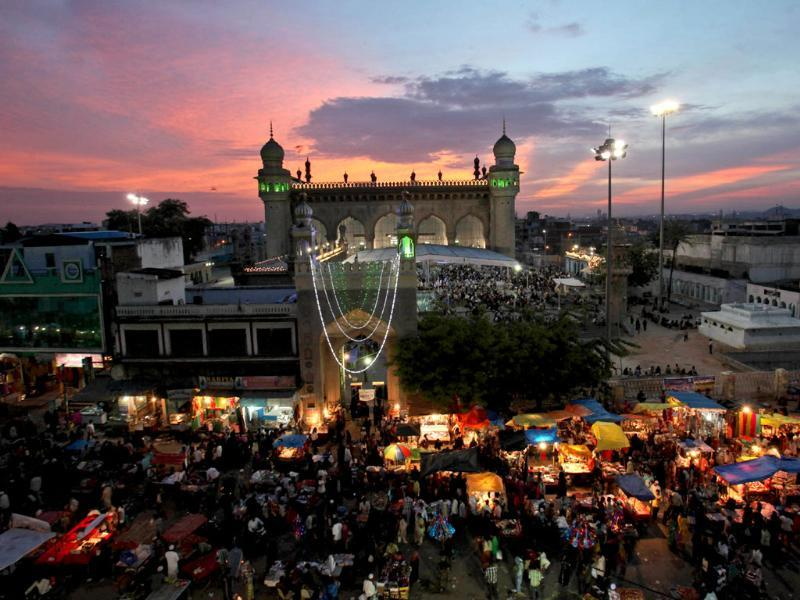 Muslims shop ahead of Eid al-Fitr in front of Mecca masjid in Hyderabad, India (AP Photo)
