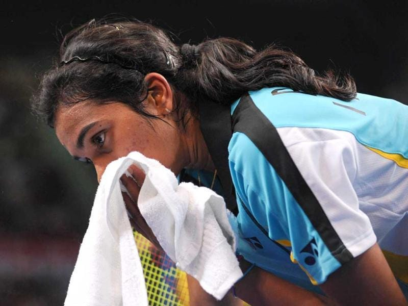 Pusarla Venkata Sindhu wipes her face during the women's single quarterfinal match against China's Wang Shixian at the World Badminton Championships in Guangzhou (AFP Photo)