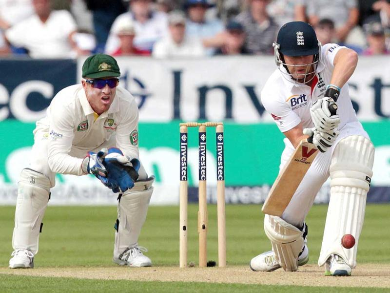 England's Jonny Bairstow (R) plays a defensive shot as Australia's Brad Haddin (L) looks on the first day of the fourth Ashes Test at the Riverside stadium in Chester-le-Street. (AFP Photo)