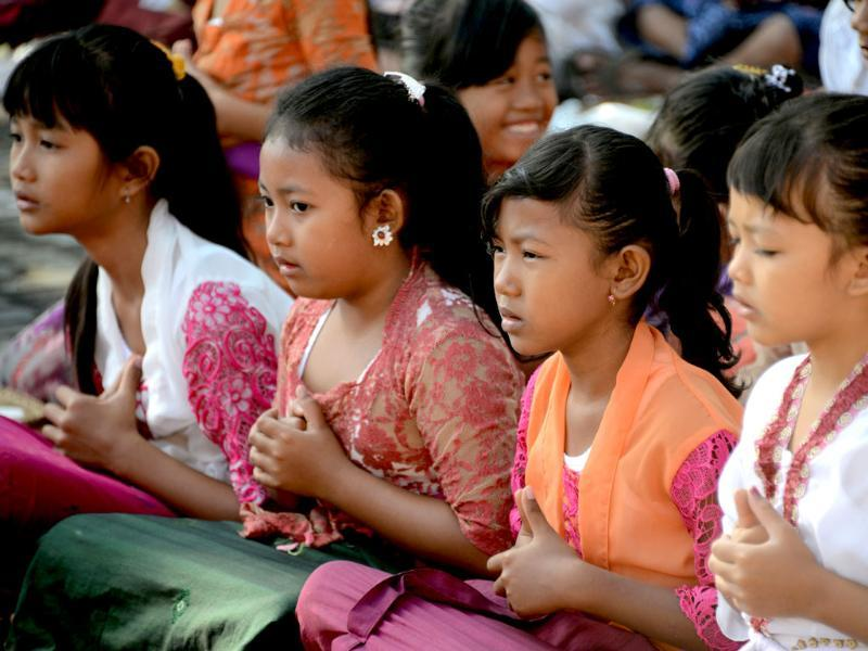 Balinese students pray during the Hindu Saraswati holy day at a school in Denpasar on Bali island. (AFP Photo)