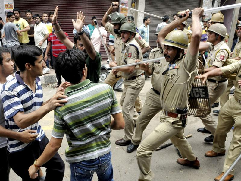Police personnel lathi charged on protestors during a clash between them and police officials in Jammu. (Nitin Kanotra/HT Photo)