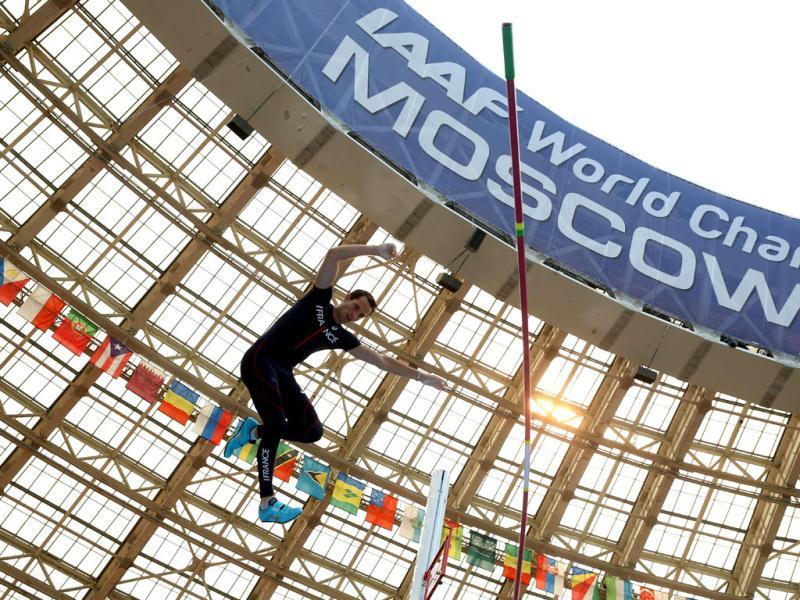 France's Renaud Lavillenie competes during the men's pole vault event at the 2013 IAAF World Championships at the Luzhniki stadium in Moscow. (AFP Photo)