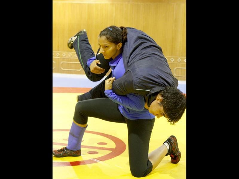 Geeta and Babita training. The duo created history by becoming the first sisters to win world championship medals in wrestling (Rajnish Katyal /HT Photo)