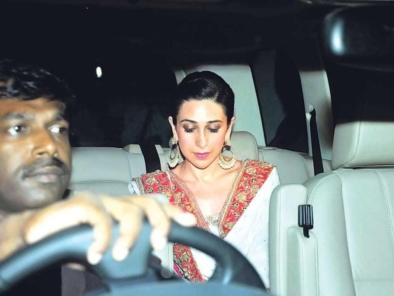 Karisma Kapoor all decked up. (Photo: Viral Bhayani)