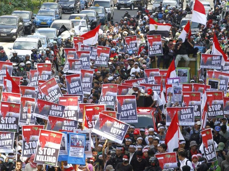 Indonesian Muslims march during a protest calling for an end to the violence used against the supporters of ousted President Mohammed Morsi in Egypt, in Jakarta. (AP Photo)