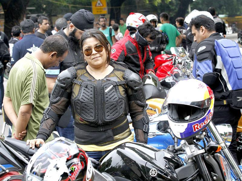 Seema Sharma Dora organised a ride 'respect your freedom' to extend their support to and thank the Delhi Police and Delhi Traffic Police. (HT Photo/Arvind Yadav)