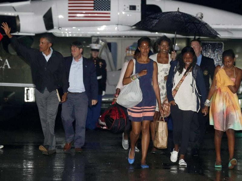 US President Barack Obama and his family prepare to board Air Force One before returning to Washington from the Cape Cod Coast Guard Air Station in Massachusetts. (Reuters Photo)