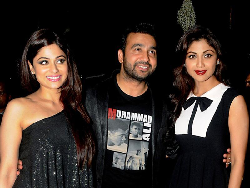 Family poses: Shamita Shetty and Raj Kundra with Shilpa Shetty. (AFP Photo)